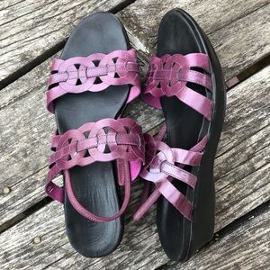 Munro Leather Walking Wedge Sling Back Sandals
